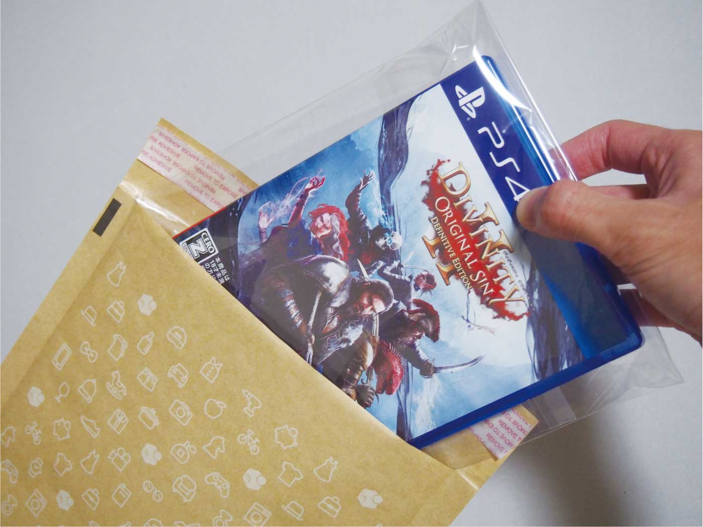 OPP袋に入れたゲームをクッション付き封筒に入れる