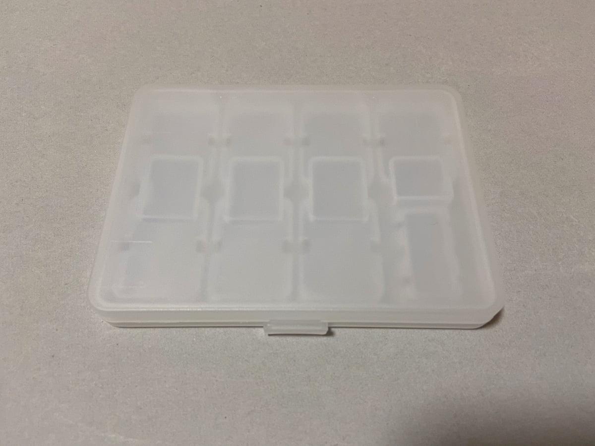 半透明になっているゲームカードケース