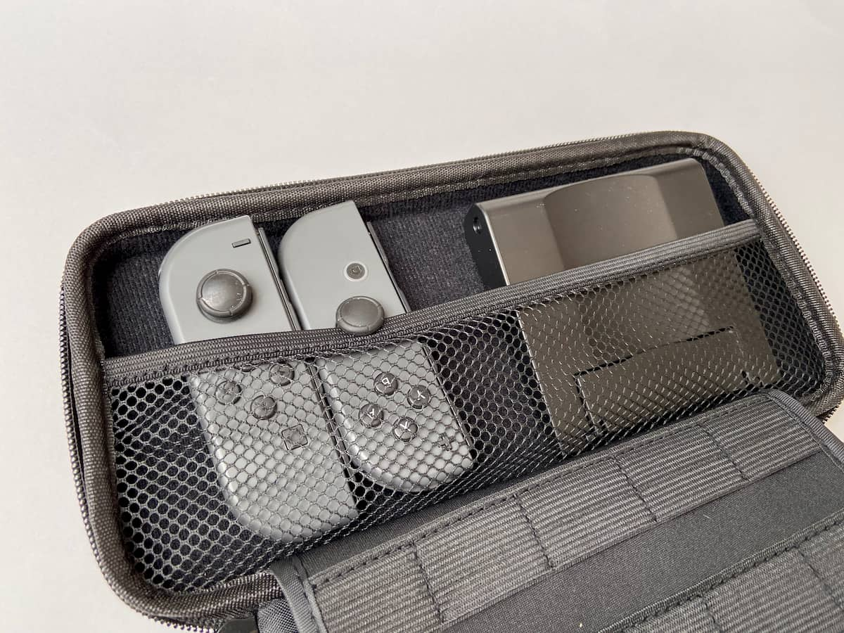 ダイソーのSwitchケースの収納ポケット