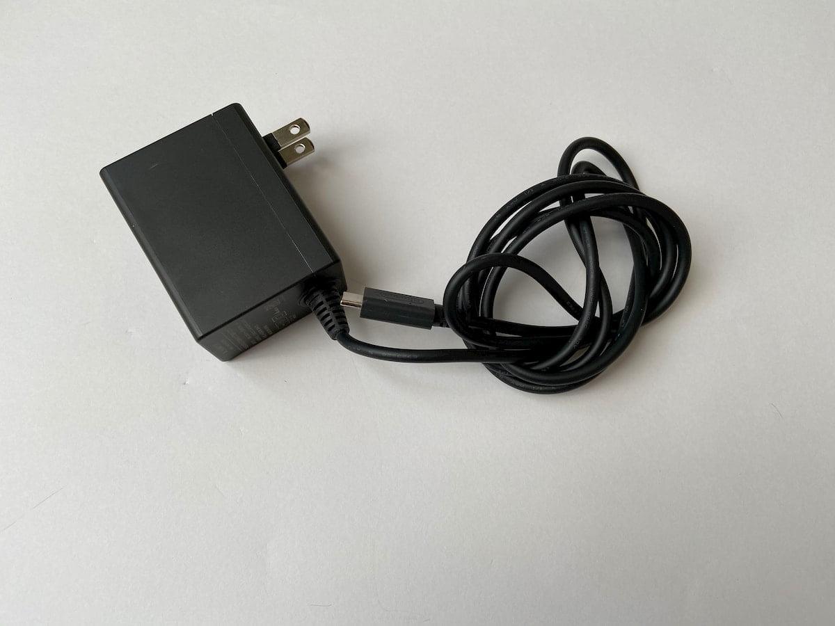 Switchの充電ケーブル