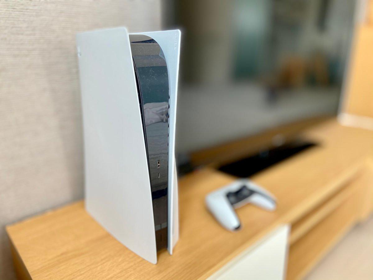PS5本体とテレビ