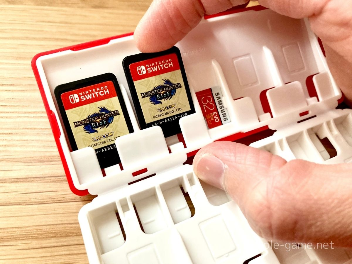 カードケースにSwitchのカードを収納