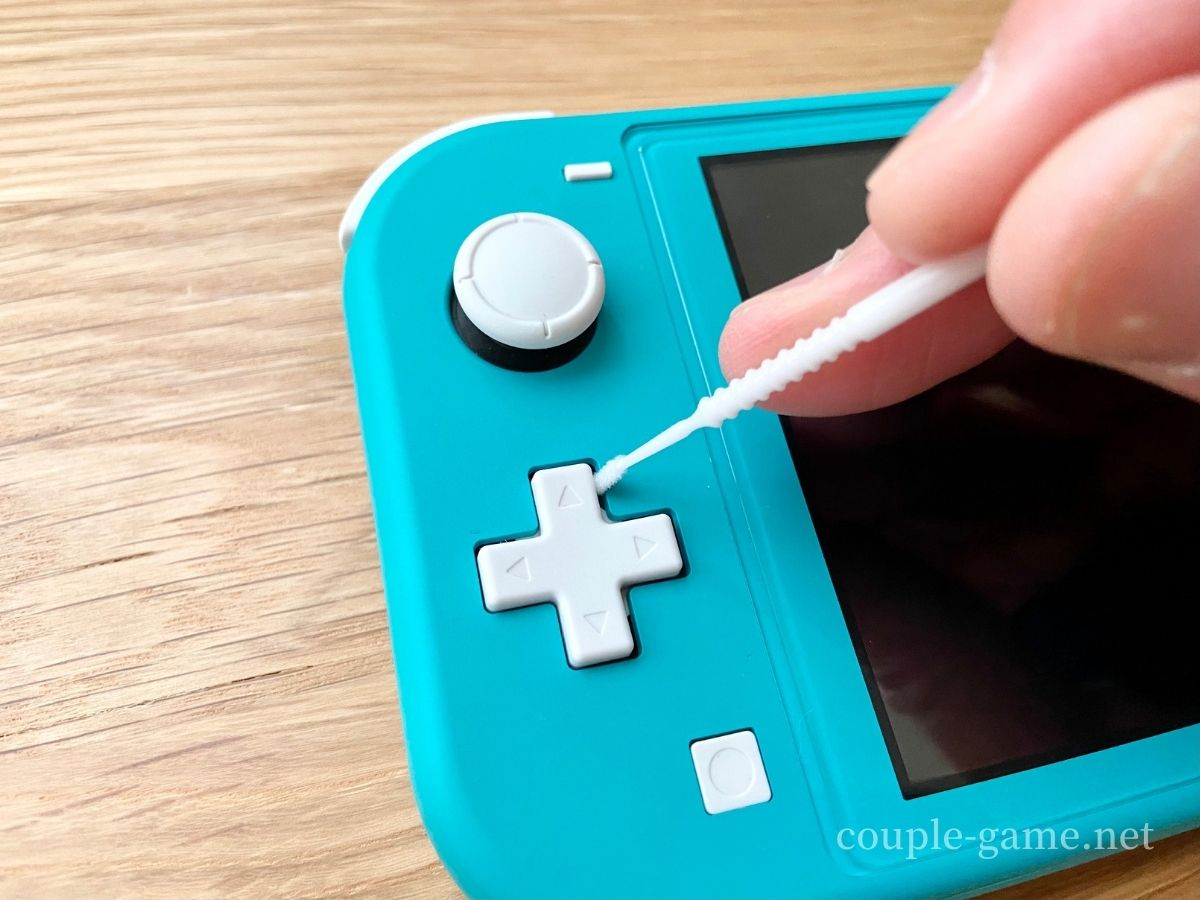 Switch Liteの十字キーを綿棒で掃除