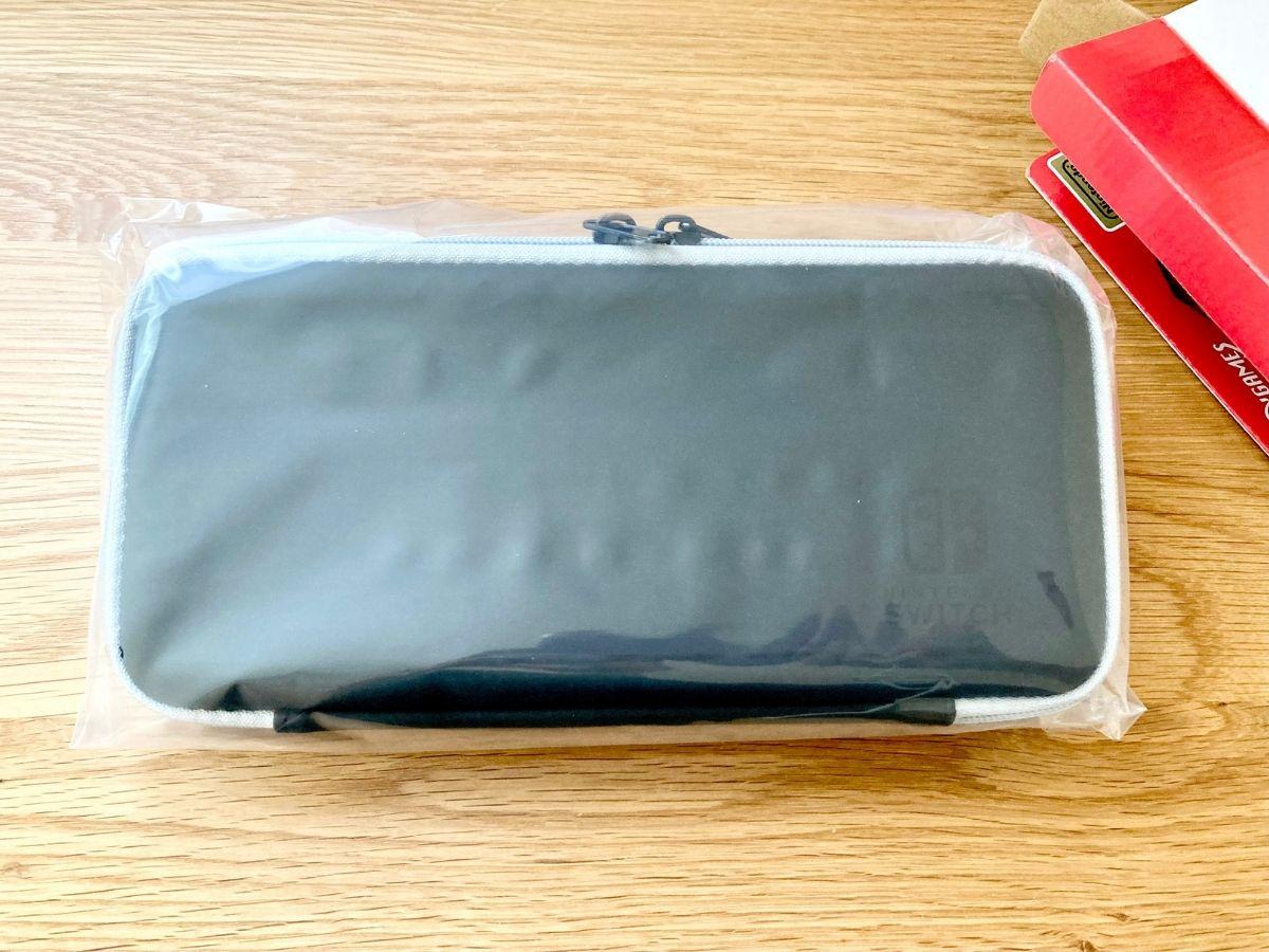袋に包まれたSwitch有機ELモデル対応スマートポーチEVA